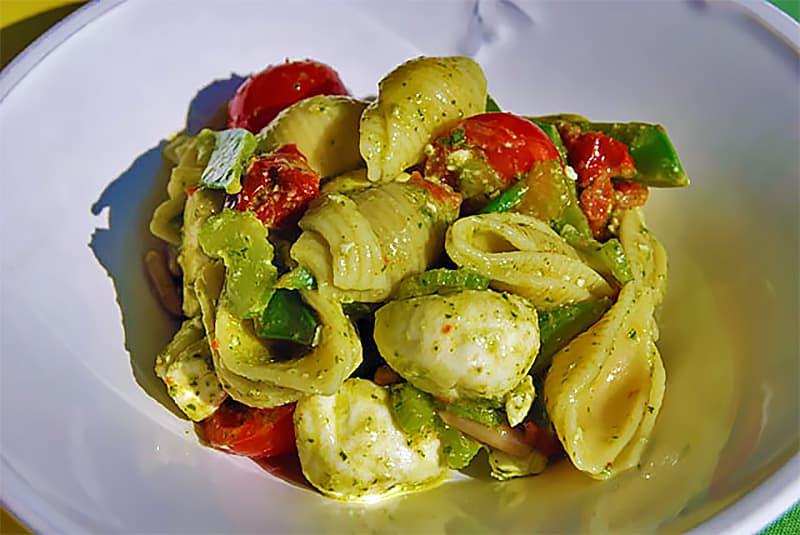 Italienischer Nudelsalat mediterraner Machart