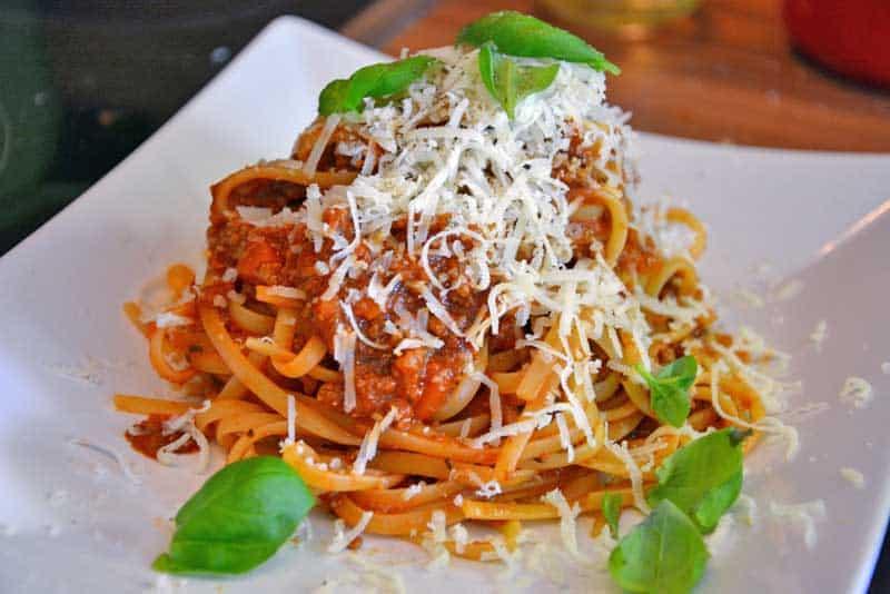 Die fertigen Spaghetti Bolognese