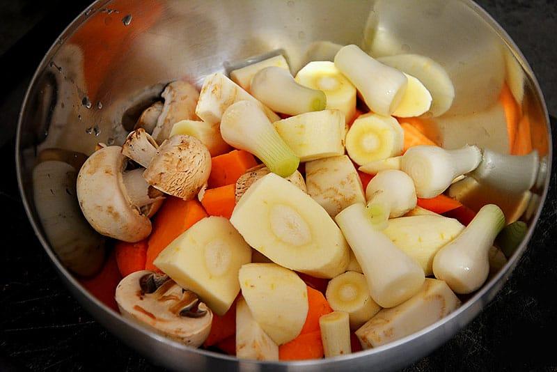 Zerkleinertes Gemüse vorbereiten