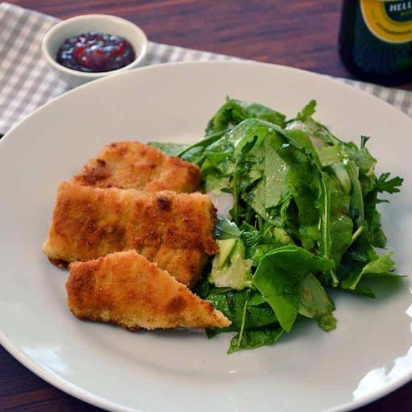 Rezept für Fisch in Senfkruste mit grünem Salat