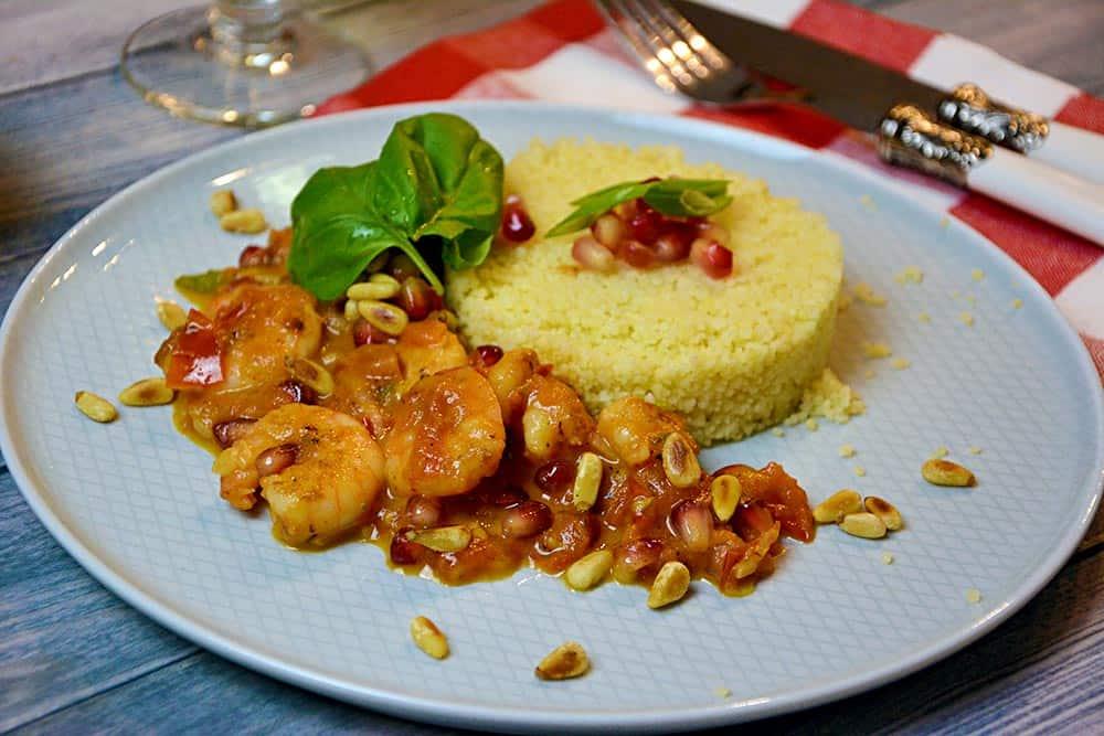 Garnelen in Granatapfel-Tomatensauce ist ein schönes Abendessen. Es ist gesund und einfach zu kochen. Dieses Rezept solltest du nicht verpassen.