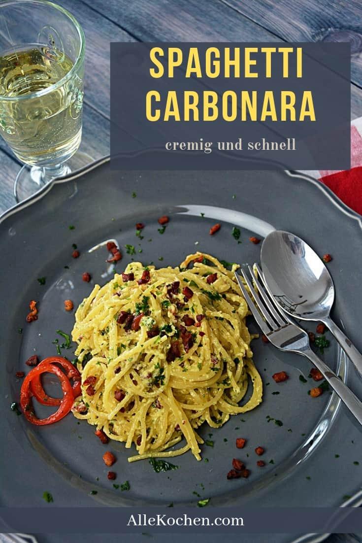 Ein einfaches und schnelles Rezept für italienische Spaghetti Carbonara mit Speck, Ei Parmesan und etwas Sahne.