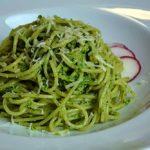 Rezept für ein Radieschenblätter Pesto . Essbar, gesund, schnell, lecker