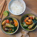 Eine schnelle und einfache Süsssaure Wokpfanne mit Huhn und Pfirsich. Asiatisch on its best. Gesund kochen. Auch Vegetarisch ohne dem Huhn.