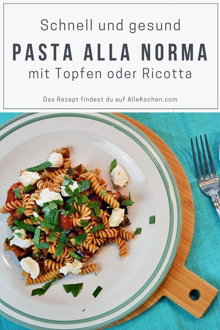 Pasta alla Norma - ein einfaches und vegetarisch gesundes Pastagericht aus gebratenen Auberginen, sonnengereiften Tomaten und leichtem Ricotta oder Magertopfen. Das perfekte Rezept für den Sommer.