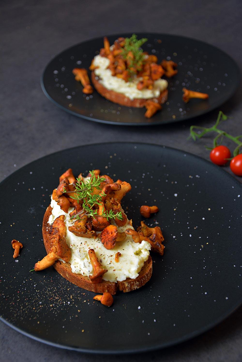 Rezept für einfache Eierschwammerl mit Erdäpfelkäse. Ein tolles Abendessen für die ganze Familie. Mit wenigen Handgriffen sogar vegan.