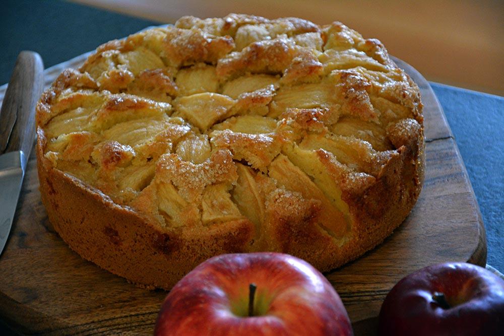 Ein Rezept für versunkener Apfelkuchen mit Rührteig ist beliebt bei der ganzen Familie. Auch mit Streusel oder Pudding möglich.